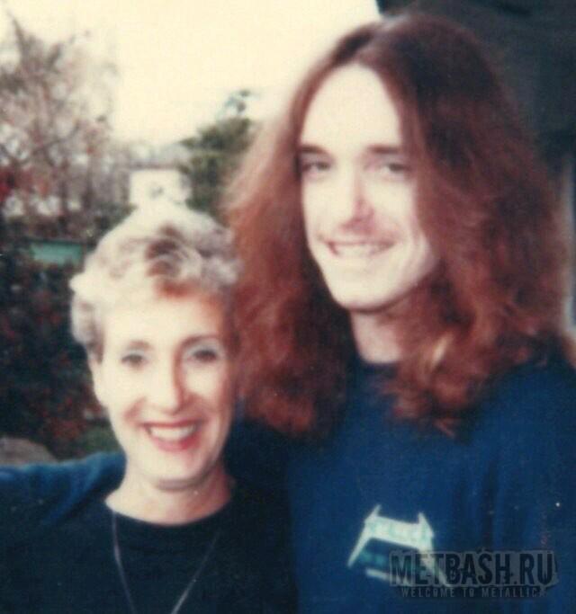 Мама Клиффа умерла в 1993 году от рака груди, всегда поддерживала сына в его увлечении.